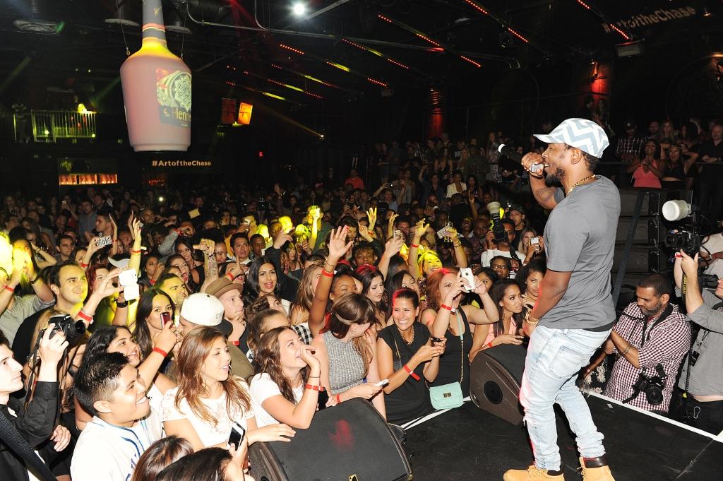 Kendrick Lamar Performing 1