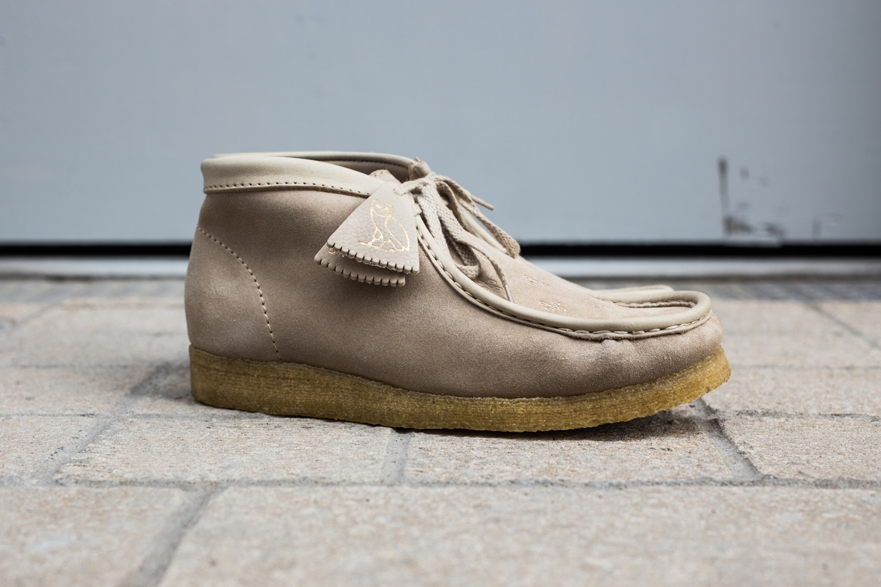 drake-ovo-clarks-wallabee-closer-look-1
