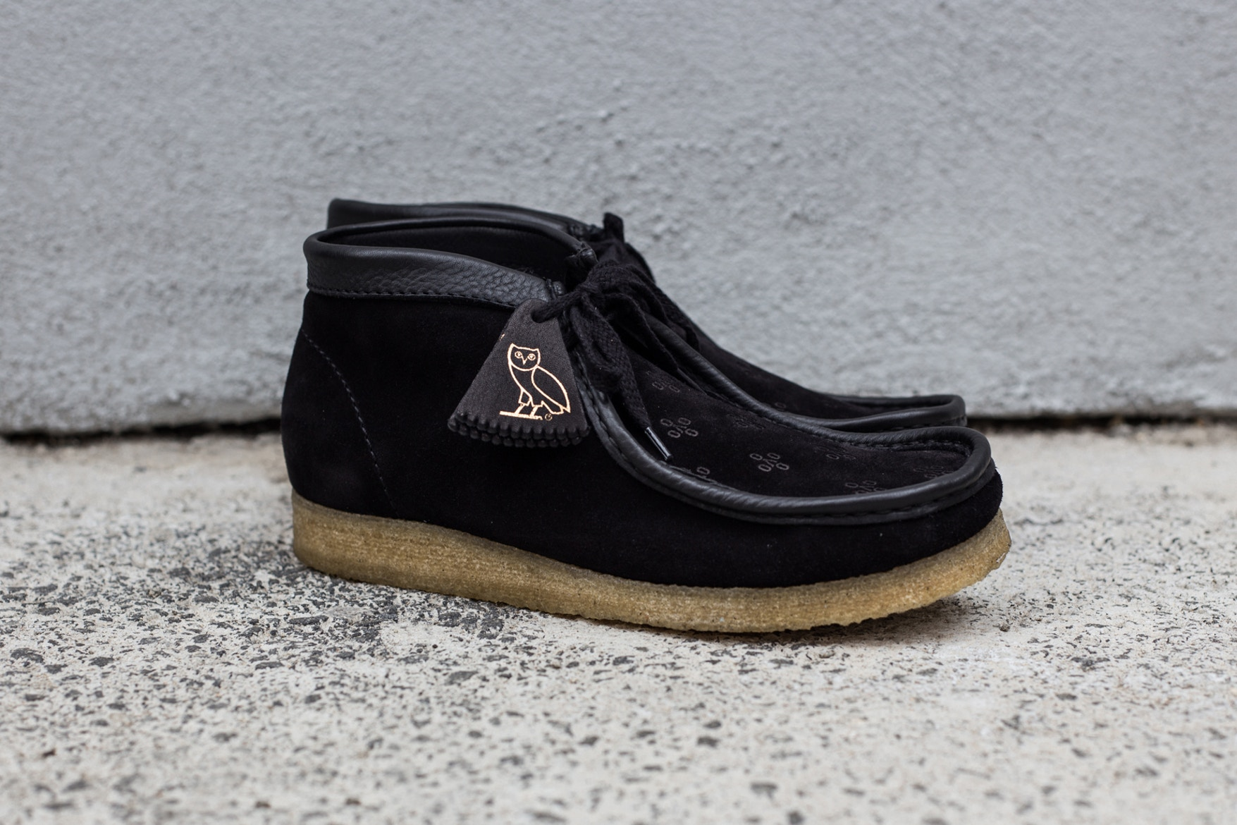 drake-ovo-clarks-wallabee-closer-look-10